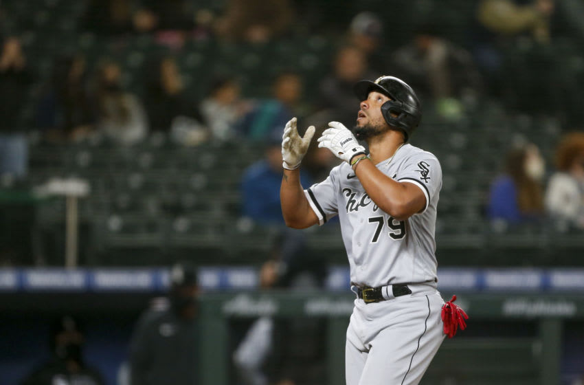 Jose Abreu risks injury on absurd stretch to save Carlos Rodon's no-hitter (Video)