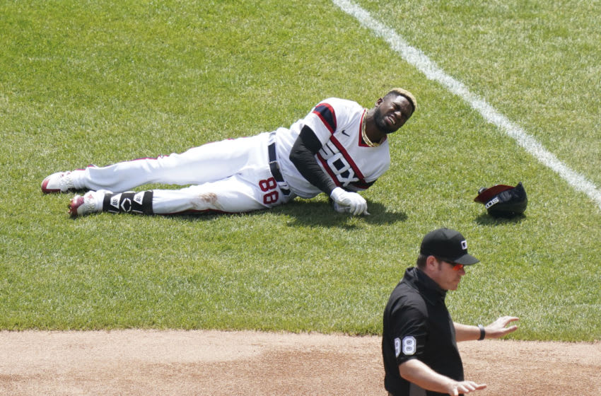 White Sox give update on Luis Robert after scary-looking injury against Indians (Video)