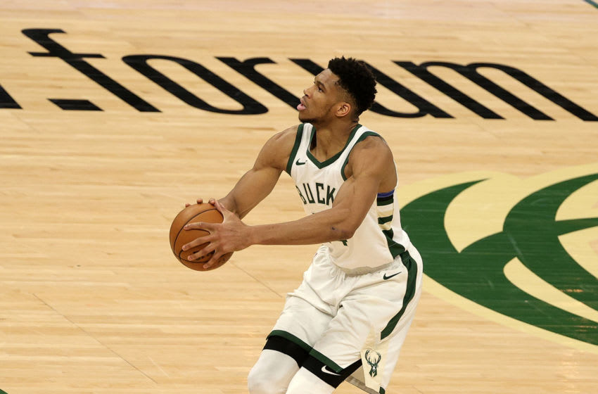 Giannis Antetokounmpo gets called for bizarre free throw violation at worst possible time (Video)