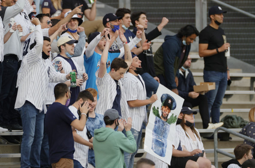 Yankee fan removed by security for taking Astros hatred to the next level (Video)