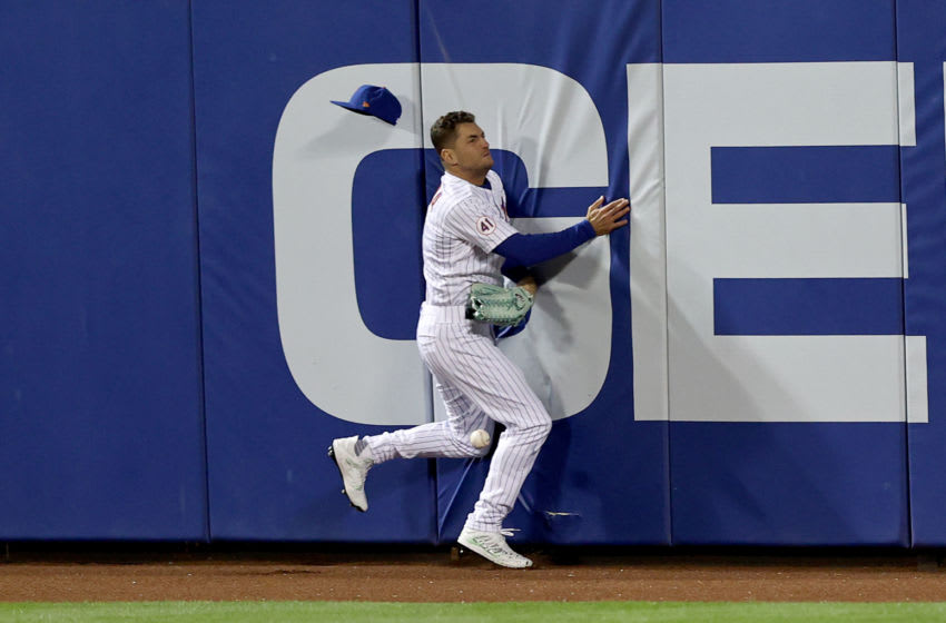 Albert Almora, Jr. injured in terrifying collision with outfield wall (Video)