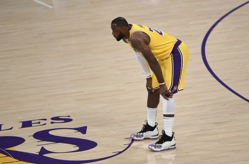 LeBron James catches heat for leaving court early in Lakers blowout loss (Video)