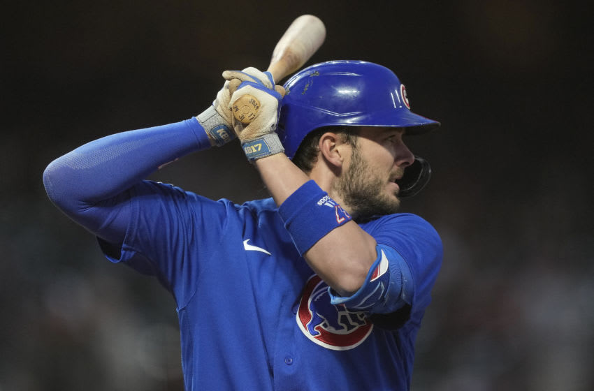 Chicago Cubs star Kris Bryant leaves game after being hit by pitch