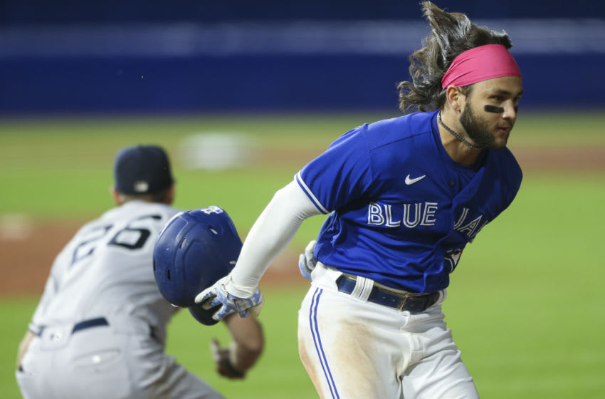 Blue Jays run their way into embarrassing triple-play (Video)