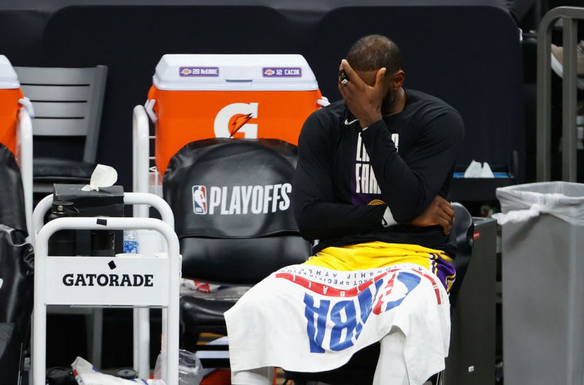 LeBron James slander at full force on Twitter after Lakers drop series to Suns