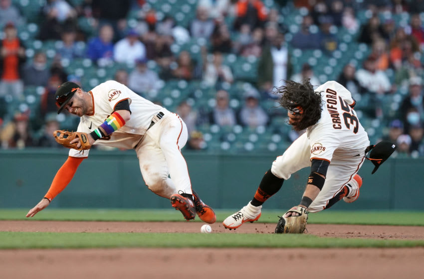 Evan Longoria leaves game after infield collision with Brandon Crawford