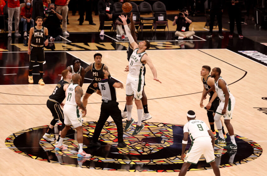 Twitter freaks out after TNT broadcast shuts down during Hawks-Bucks Game 6
